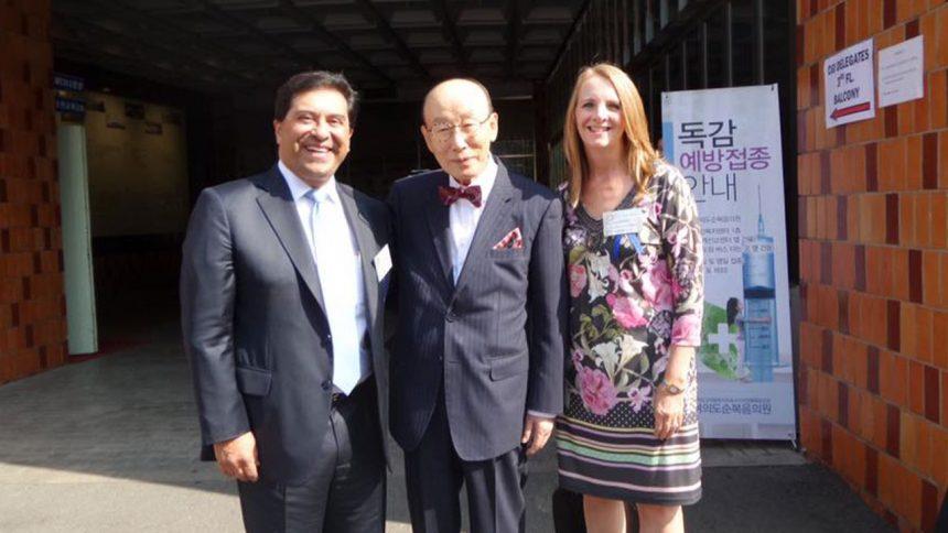 Unidos en oración por el Dr. Paul Yonggi Cho.